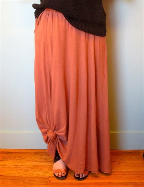 how to keep your maxi skirt from dragging on the ground