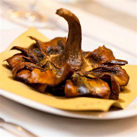 cucinare i carciofi alla romana carciofi alla giudia ricetta e differenze con i carciofi
