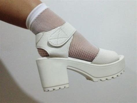 shoes white vintage sandales socks and sandals heels