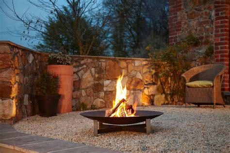 feuerstelle draussen die terrasse wohnlich gestalten planungswelten