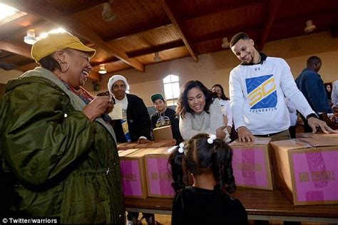 ayeshas gift a daughters stephen curry his wife ayesha help out 400 needy families by giving them food