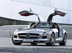Mercedes With Gullwing Doors Mercedes Sls Amg Gullwing Debuts Thedetroitbureau