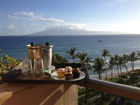 Hyatt Regency Gift Card - hyatt regency maui cupcakes