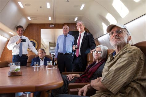 file alan gross flying home 2014 jpg wikimedia commons