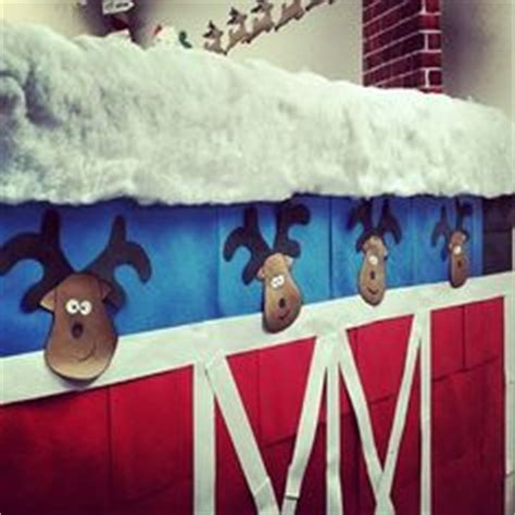 santa workshop cubicles ideas 1000 images about decorations on stables reindeer and mickey mouse wreath