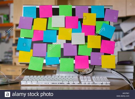post it bureau pc post it notes on computer monitor stock photo royalty
