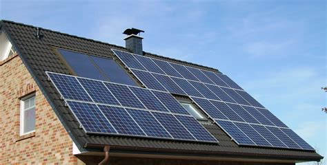 Bestand Solar Panels On A Roof Jpg