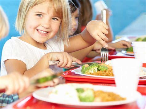bambini e alimentazione alimentazione bambini quando cominciare una dieta