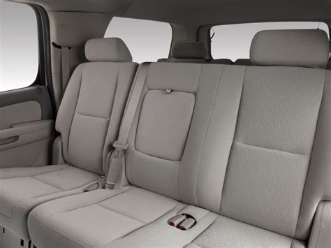 chevrolet suburban 8 seater interior image 2010 chevrolet suburban 2wd 4 door 1500 ls rear