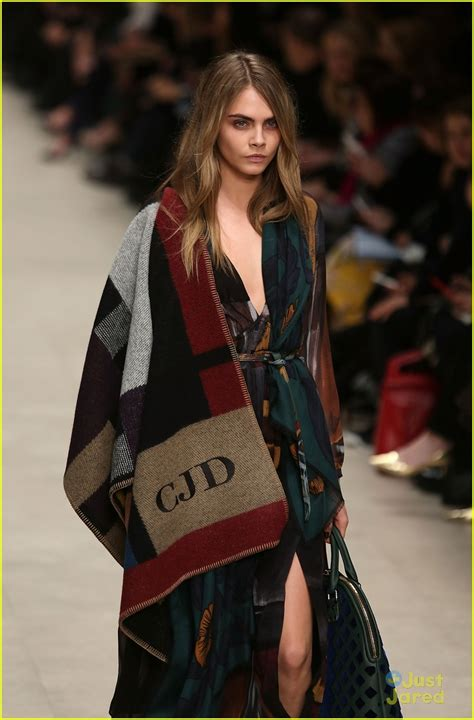 kendall jenner walks in giles fashion show with cara delevingne photo 644776 photo gallery