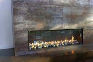 moderne kamine bilder modern fireplaces this modern fireplace is wide and n