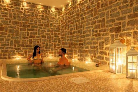 spa con idromassaggio in agriturismo idromassaggio ristorante piscina vasca
