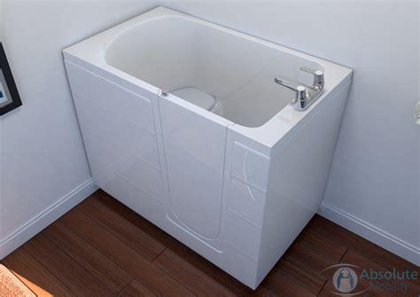sit down bathtubs sit down bathtubs 28 images walk in bathtubs page 2