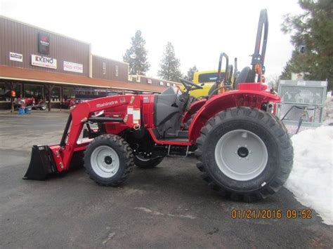mahindra tractor loader mahindra 1526 tractor with loader available in shuttle