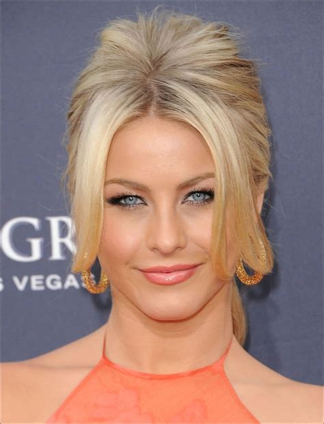 how to make your hair like julianne hough from rock of ages if you are wearing a nice light peach lipstick like this
