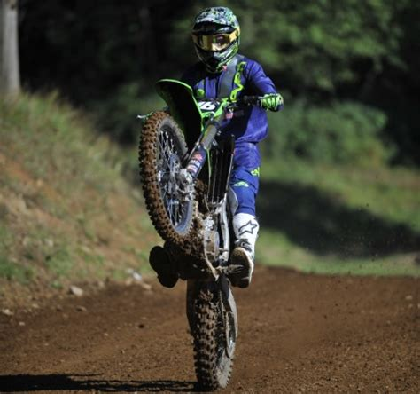 how to wheelie a motocross bike image gallery motocross wheelie
