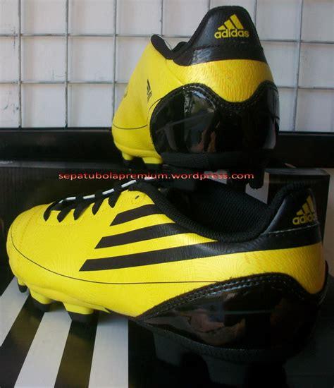 Harga Adidas World Cup 100 6750