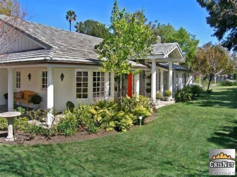 selena gomez house tarzana homes