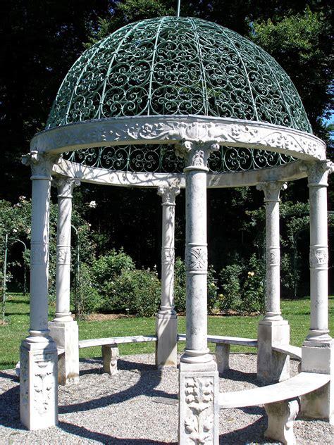 lyndhurst garden
