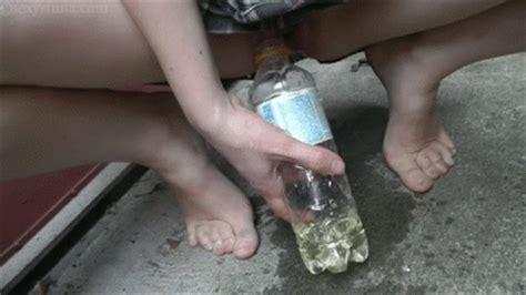 Desperate Girls Peeing Outside