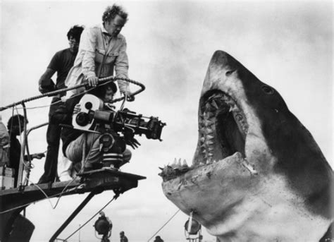 film robot bianco red spectrum pictures jaws steven spielberg the inside