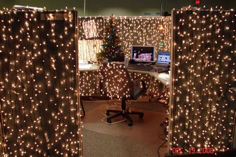 christmas desk ideas 9 cubicle dwellers with serious spirit mnn nature network