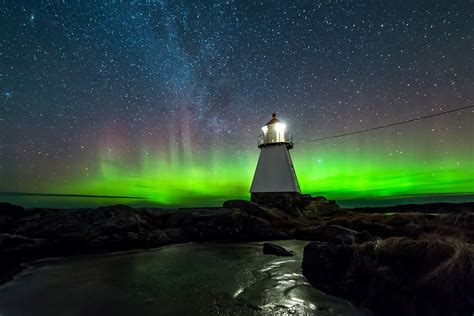 where are the northern lights located location of northern lights timing of northern lights