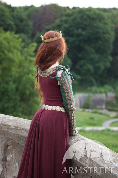 medieval dress greensleeves  noblewomen