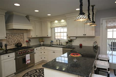 Kitchen Island With Granite by U Shaped Kitchen Traditional Kitchen Chicago By