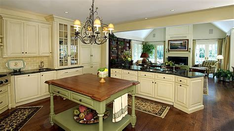 Southern living dining room, english country kitchen