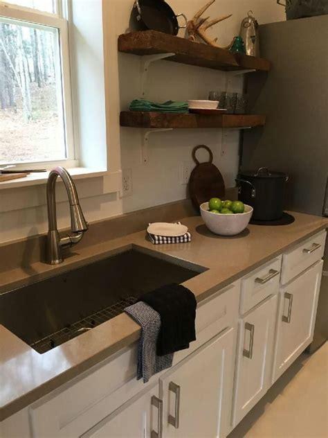 quartz countertop colors for white cabinets coral clay quartz countertops by silestone beautiful color