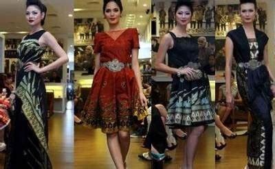 Baju Wisdom fitinline kain batik dalam pagelaran fashion royal wisdom