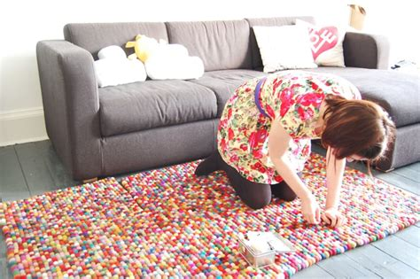how to make a rug how to make fabulous rainbow braided rugs using clothing