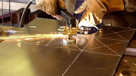 Steel Cutters Metal Cutting by Cutting Circles In 1 4 Quot Plate Steel With A Plasma Cutter