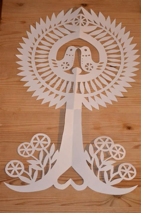 Paper Folding And Cutting Patterns - 1000 images about paper cutting patterns on
