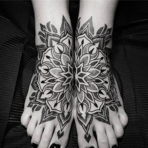 tattoo mandala bein das spirituelle mandala tattoo 34 ideen mit magischer