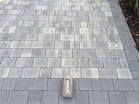 holz und stein haus pl ne terrasse pflastersteine pflastersteine galerie terrasse