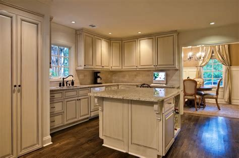 white kitchen cabinets with chocolate glaze exles of black or chocolate glaze over white cabinets