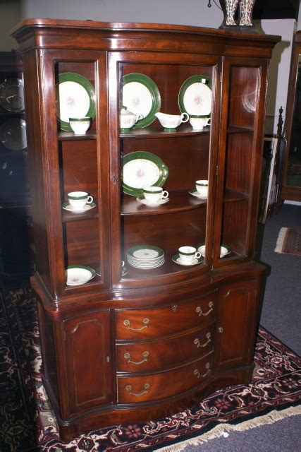 Mahogany Duncan Phyfe Bow Front China Cabinet For Sale