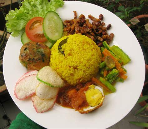 resep membuat nasi kuning beserta lauknya 5 aneka resep nasi kuning yang enak dan lezat satu jam