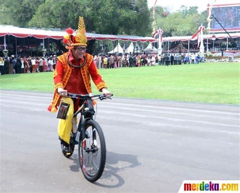 profil ajudan jokowi foto bahagianya ajudan hingga menteri dapat sepeda dari