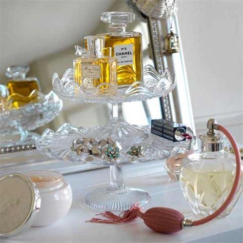 Parfum W Dressroom keep glass trinkets on display how to create the