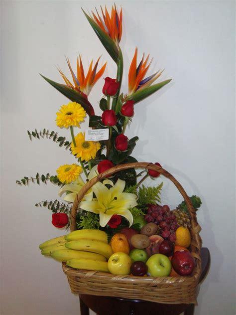 imagenes de flores y frutas floreria en monterrey canasta con flores y frutas grande