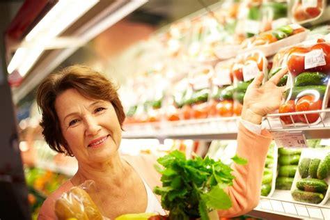 alimentazione anziani alimentazione per anziani dieta e cibi consigliati