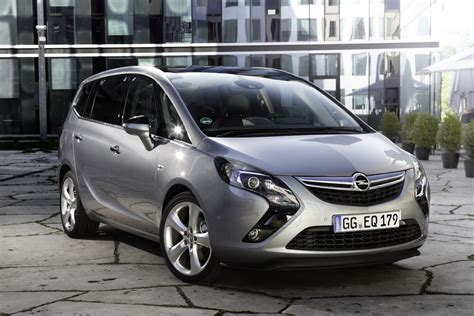 Opel Zafira by 2017 Opel Zafira Facelift Unveiled Photos 1 Of 8