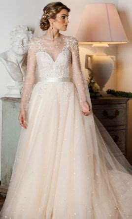 Monique Lhuillier Aviva Gown, $5,000 Size: 4   Used