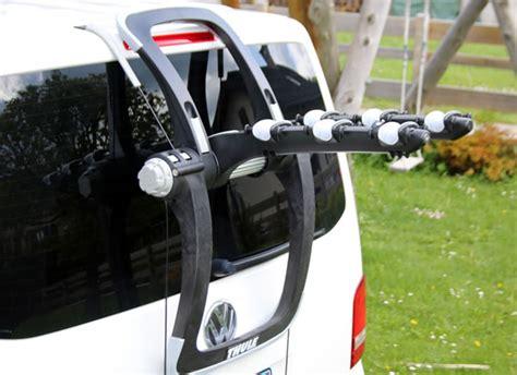 comment installer un porte velo sur une voiture test porte v 233 los thule raceway 992 robuste et efficace