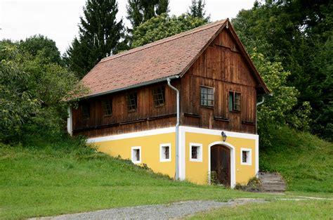 file bee house lfs kirchberg am walde jpg wikimedia commons