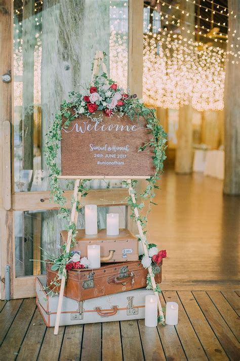Samuel and Hannah?s Rustic Bohemian Wedding   Decor and