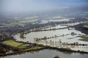 thames river view uk weather shocking aerial images show wide scale